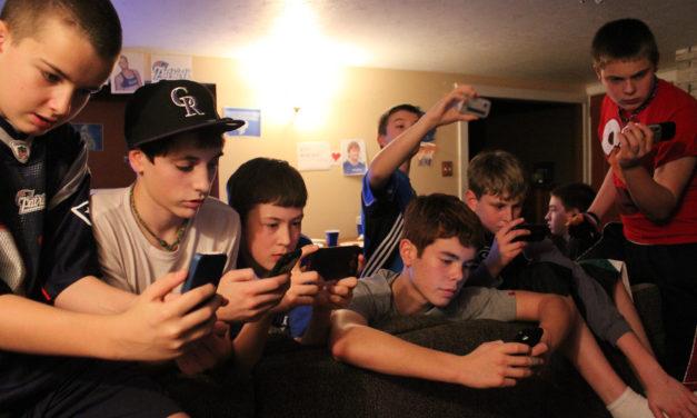 Móviles y TV: pantallas amigas