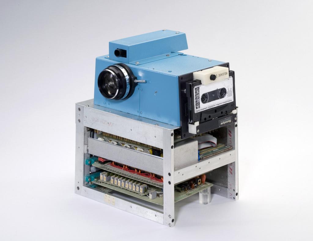 Esta es la primera cámara digital. Pulsa para saber más sobre este bonito antepasado de Wall-E.