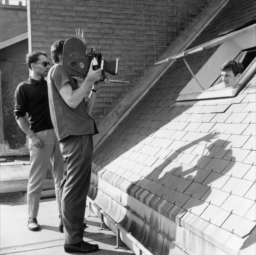 Jean-Paul_Belmondo_Jean-Luc_Godard_tournage_film-a-bout-de-souffle_camera_main_01