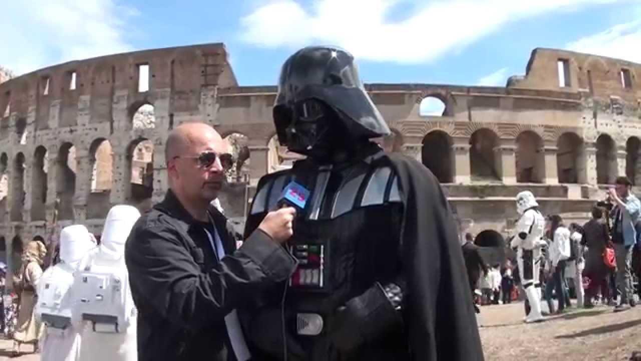 Estos romanos están locos. Imagen capturada de https://www.youtube.com/watch?v=px4RL3_ImV4